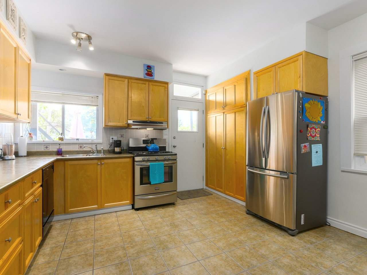 """Photo 4: Photos: 2610 W 10TH Avenue in Vancouver: Kitsilano House for sale in """"Kitsilano"""" (Vancouver West)  : MLS®# R2471992"""