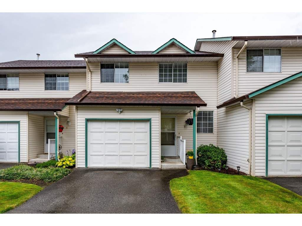 """Main Photo: 4 45640 STOREY Avenue in Chilliwack: Sardis West Vedder Rd Townhouse for sale in """"WHISPERING PINES"""" (Sardis)  : MLS®# R2471903"""