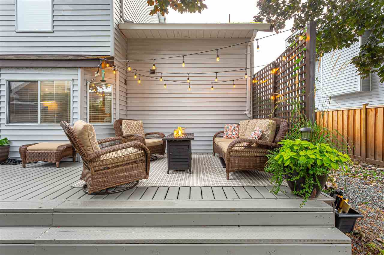 "Main Photo: 9365 210 Street in Langley: Walnut Grove House for sale in ""Walnut Grove"" : MLS®# R2498607"