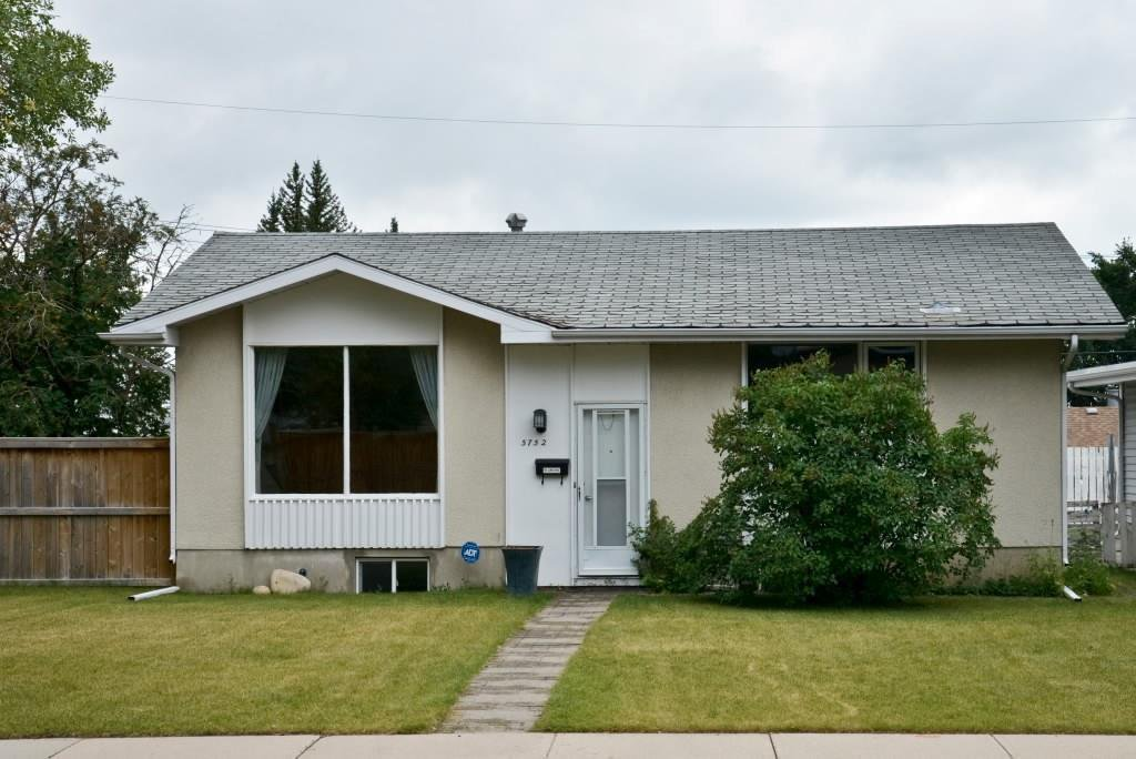 Main Photo: 5752 LODGE Crescent SW in Calgary: Lakeview Detached for sale : MLS®# A1037962