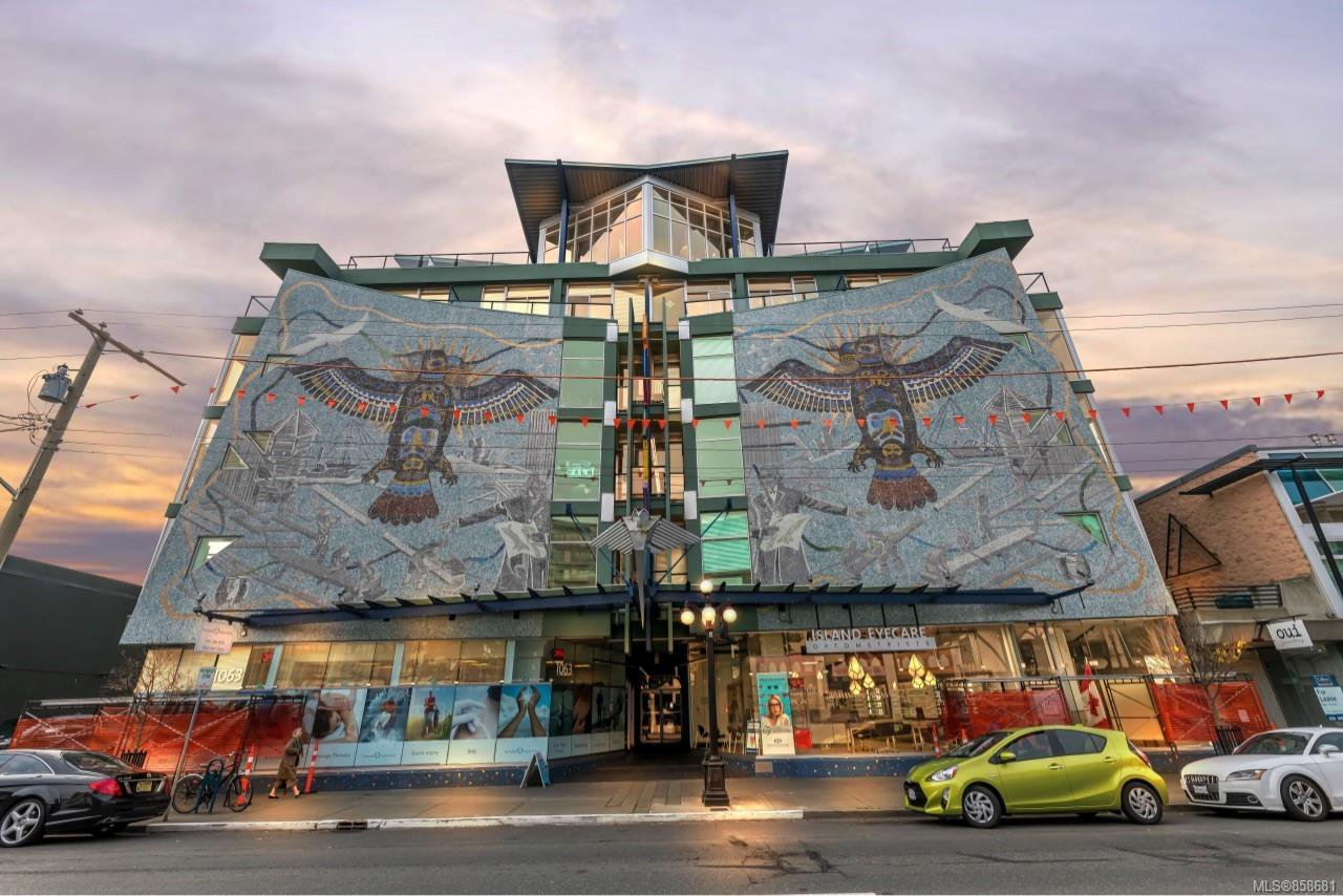Main Photo: 209 1061 Fort St in : Vi Downtown Condo for sale (Victoria)  : MLS®# 858681