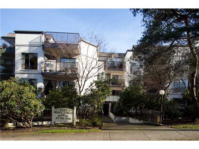 """Main Photo: 220 2222 PRINCE EDWARD Street in Vancouver: Mount Pleasant VE Condo for sale in """"SUNRISE IN THE PARK"""" (Vancouver East)  : MLS®# V866979"""