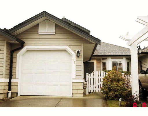 """Main Photo: 25 6488 168TH Street in Surrey: Cloverdale BC Townhouse for sale in """"TURNBERRY"""" (Cloverdale)  : MLS®# F2910128"""