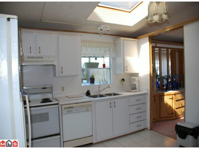 "Photo 4: Photos: 32 2315 198TH Street in Langley: Brookswood Langley Manufactured Home  in ""DEER CREEK ESTATES"" : MLS®# F1023869"