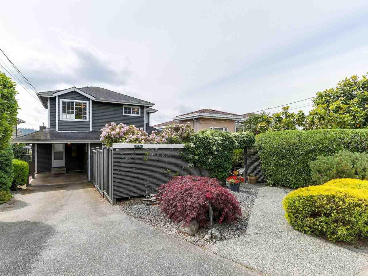 Main Photo: 1254 ESQUIMALT AVENUE in West Vancouver: Ambleside House for sale : MLS®# R2275871