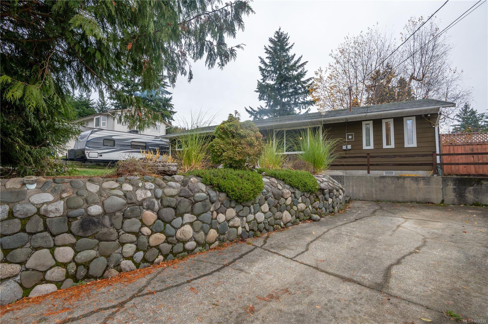 Main Photo: 571 Balsam Pl in : CR Campbell River Central House for sale (Campbell River)  : MLS®# 860339