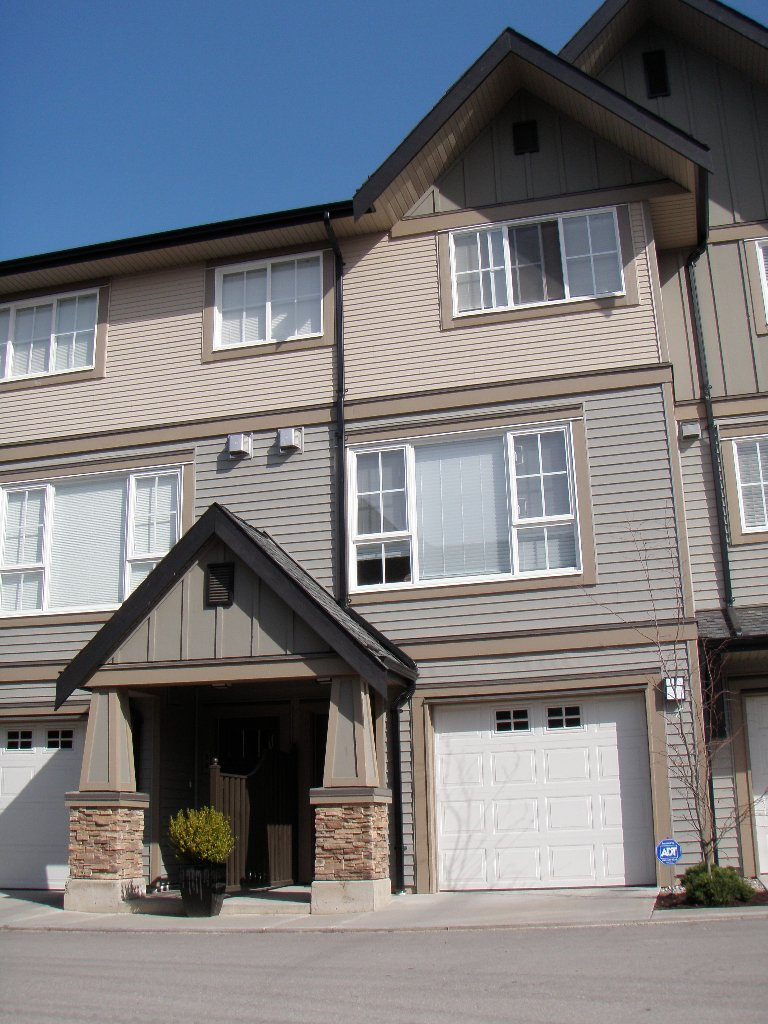 "Main Photo: 109 2501 161A Street in Surrey: Grandview Surrey Townhouse for sale in ""HIGHLAND PARK"" (South Surrey White Rock)  : MLS®# F1007157"