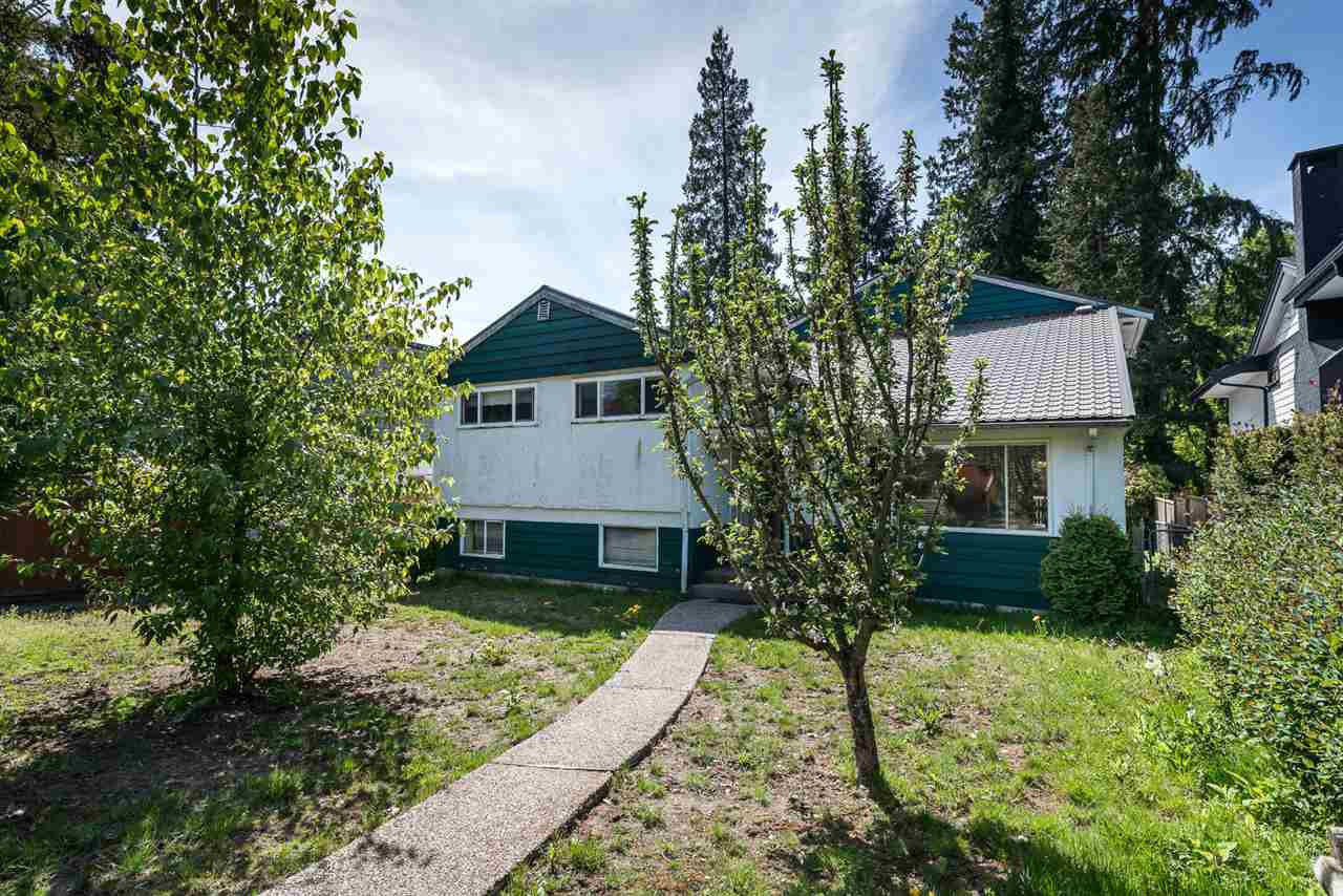 Main Photo: 945 E 13TH Street in North Vancouver: Boulevard House for sale : MLS®# R2404138