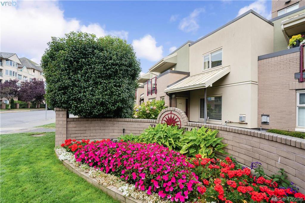 Main Photo: 9 33 Songhees Road in VICTORIA: VW Songhees Row/Townhouse for sale (Victoria West)  : MLS®# 420598