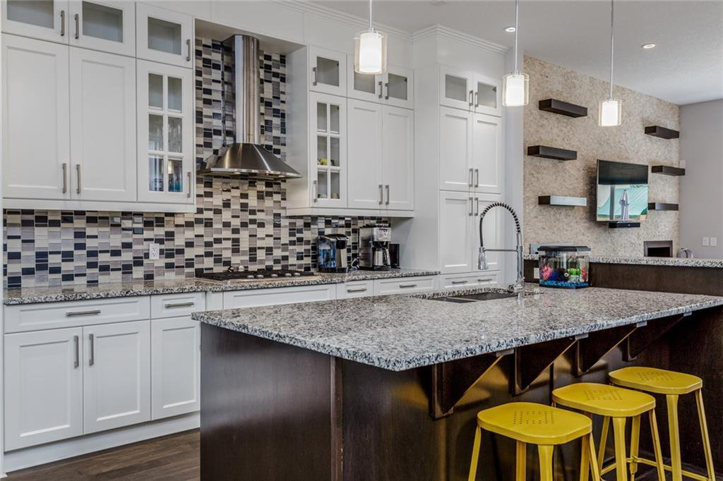 Main Photo: 1611 BROADVIEW Road NW in Calgary: Hillhurst Semi Detached for sale : MLS®# C4304798