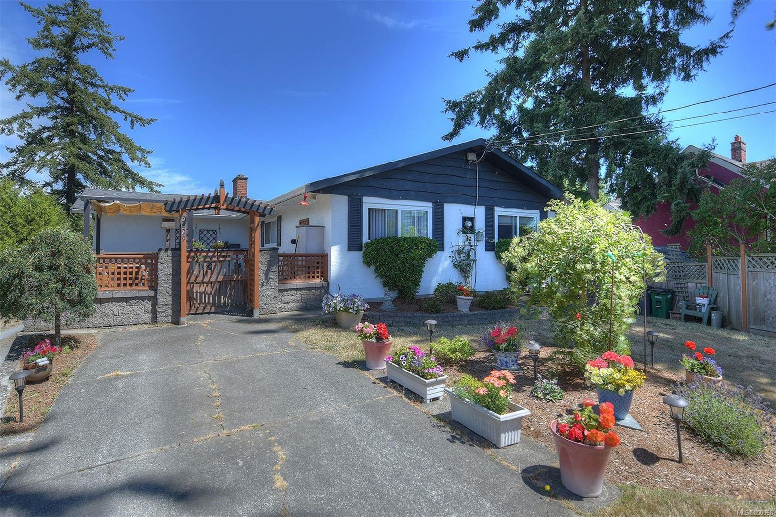 Main Photo: 3829 Rowland Ave in : SW Tillicum Single Family Detached for sale (Saanich West)  : MLS®# 850598
