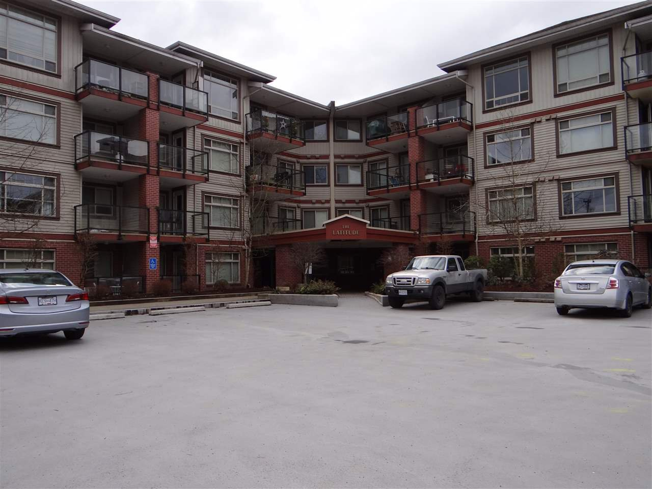Main Photo: 331 2233 MCKENZIE Road in Abbotsford: Central Abbotsford Condo for sale : MLS®# R2505055