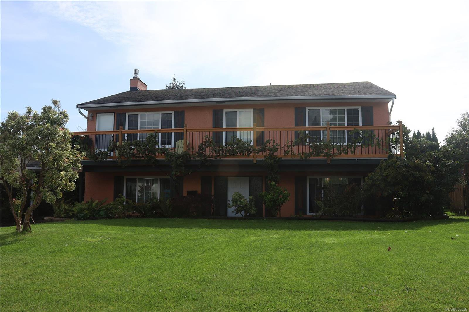 Main Photo: 640 19th St in : CV Courtenay City House for sale (Comox Valley)  : MLS®# 856336