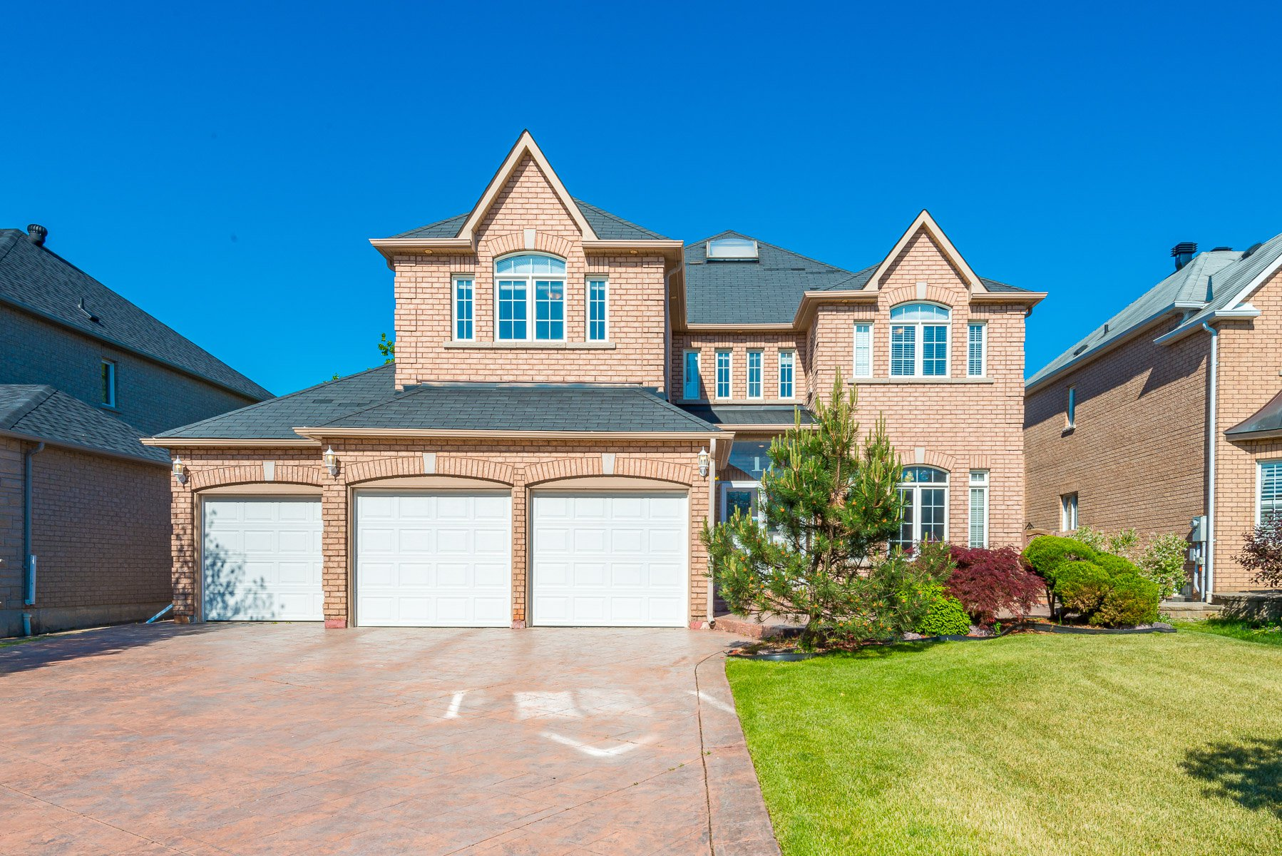Main Photo: 17 Mumberson Court in Markham: Cachet Freehold for sale : MLS®# N4811542