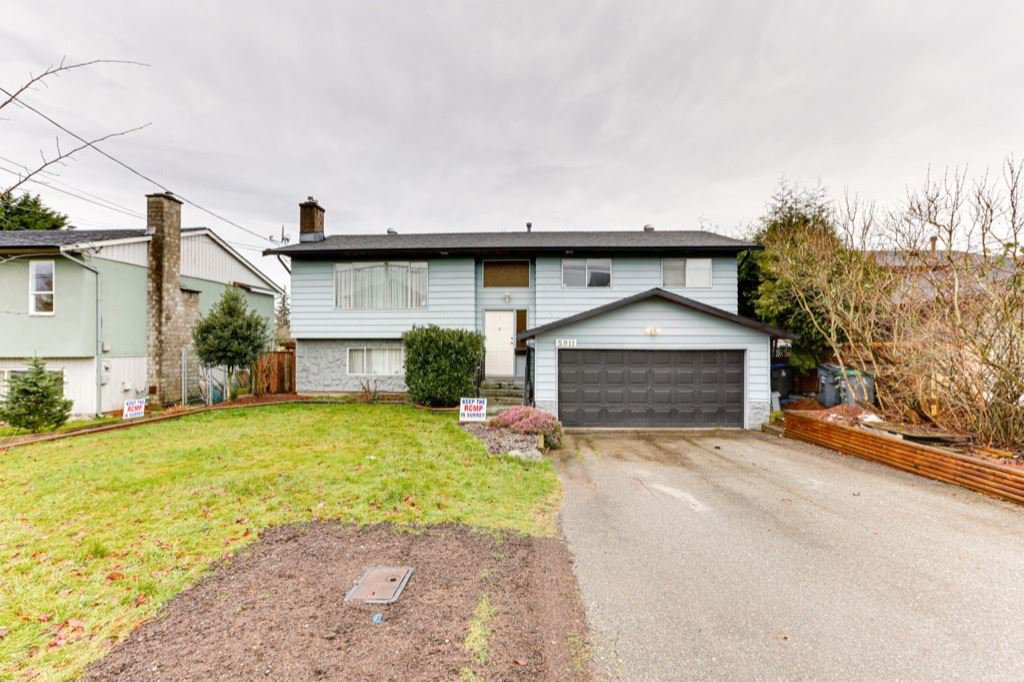 Main Photo: 5911 184 Street in Surrey: Cloverdale BC House for sale (Cloverdale)  : MLS®# R2527571