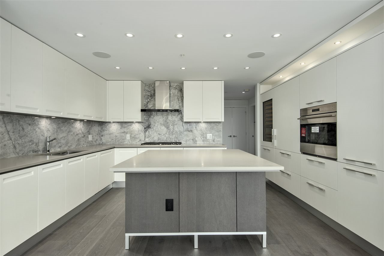 """Main Photo: 203 6333 WEST BOULEVARD in Vancouver: Kerrisdale Condo for sale in """"MCKINNON"""" (Vancouver West)  : MLS®# R2414135"""
