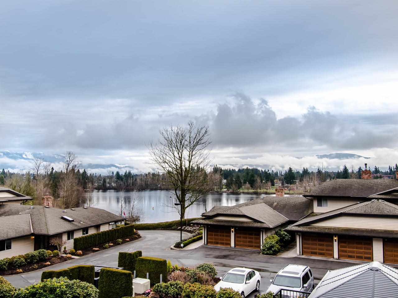 "Main Photo: 13 32890 MILL LAKE Road in Abbotsford: Central Abbotsford Townhouse for sale in ""Lake Estates"" : MLS®# R2440507"