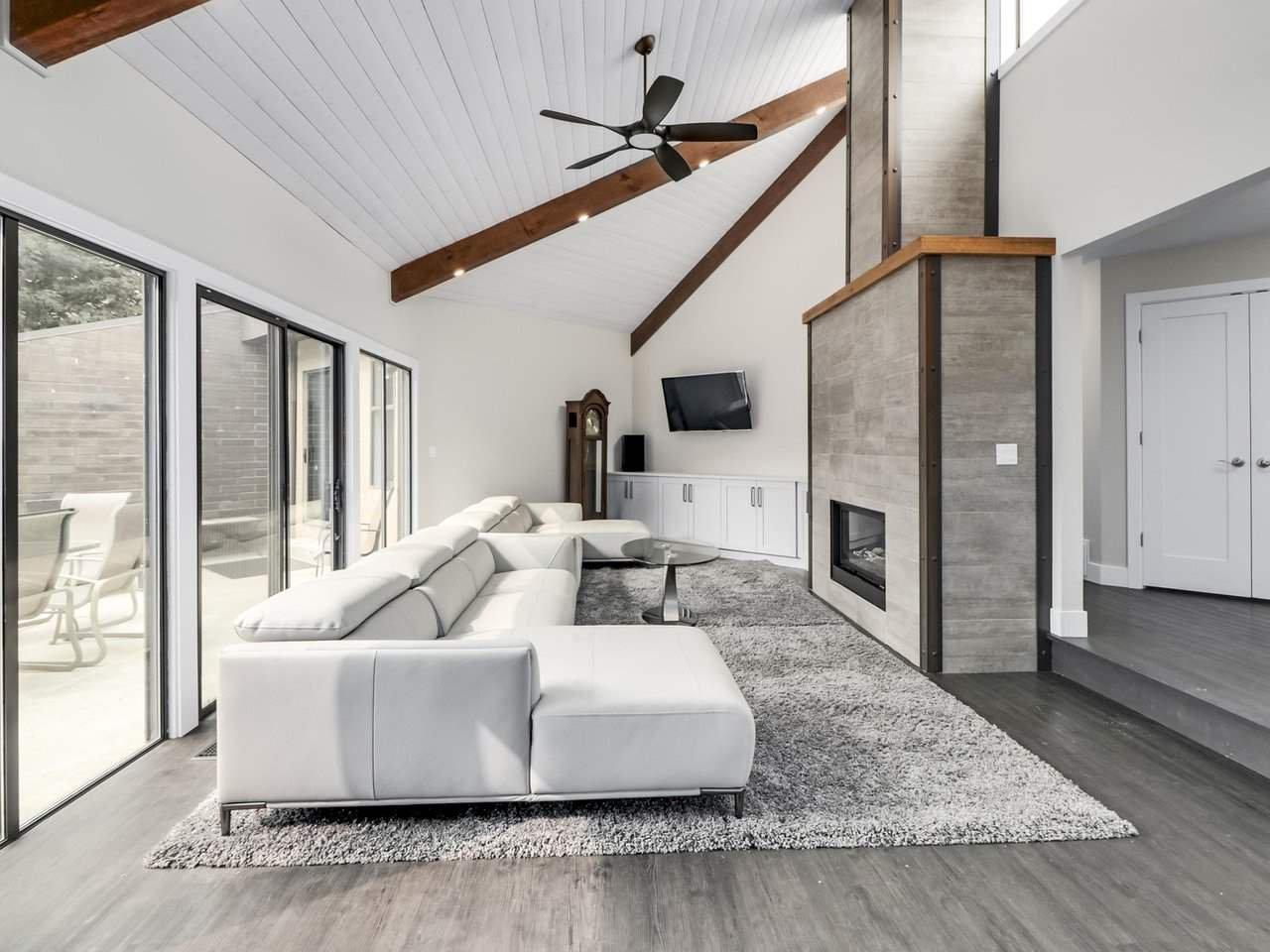Main Photo: 281 CENTENNIAL Parkway in Delta: Boundary Beach House 1/2 Duplex for sale (Tsawwassen)  : MLS®# R2498112