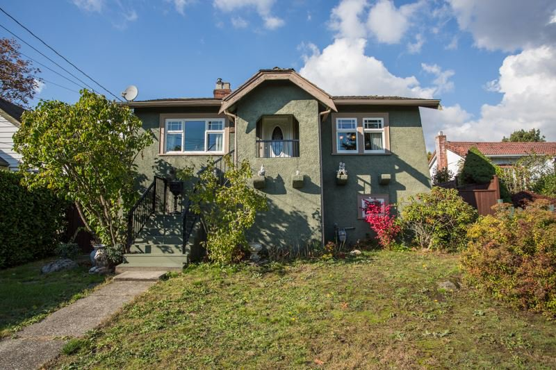 Main Photo: 1925 EIGHTH Avenue in New Westminster: West End NW House for sale : MLS®# R2511644