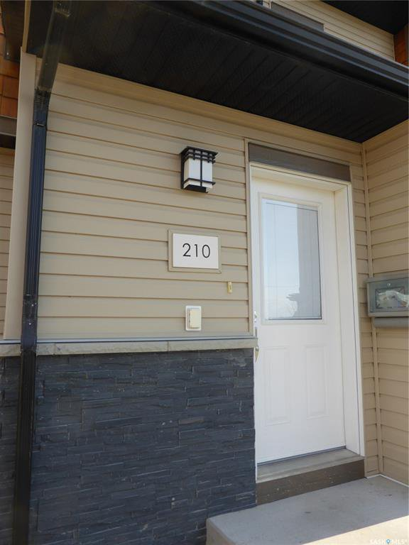 Main Photo: 210 1015 Patrick Crescent in Saskatoon: Willowgrove Residential for sale : MLS®# SK838316