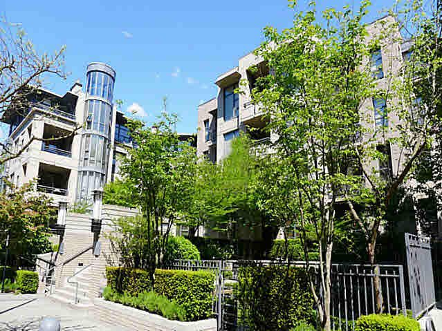 Main Photo: 412 2263 REDBUD LANE in : Kitsilano Condo for sale : MLS®# V1104789
