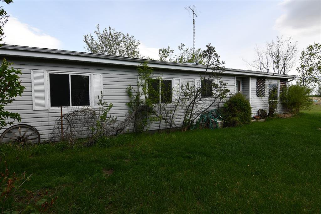 Main Photo: 7 Alberta Avenue in Rural Paintearth No. 18, County of: Federal Residential for sale : MLS®# CA0191486