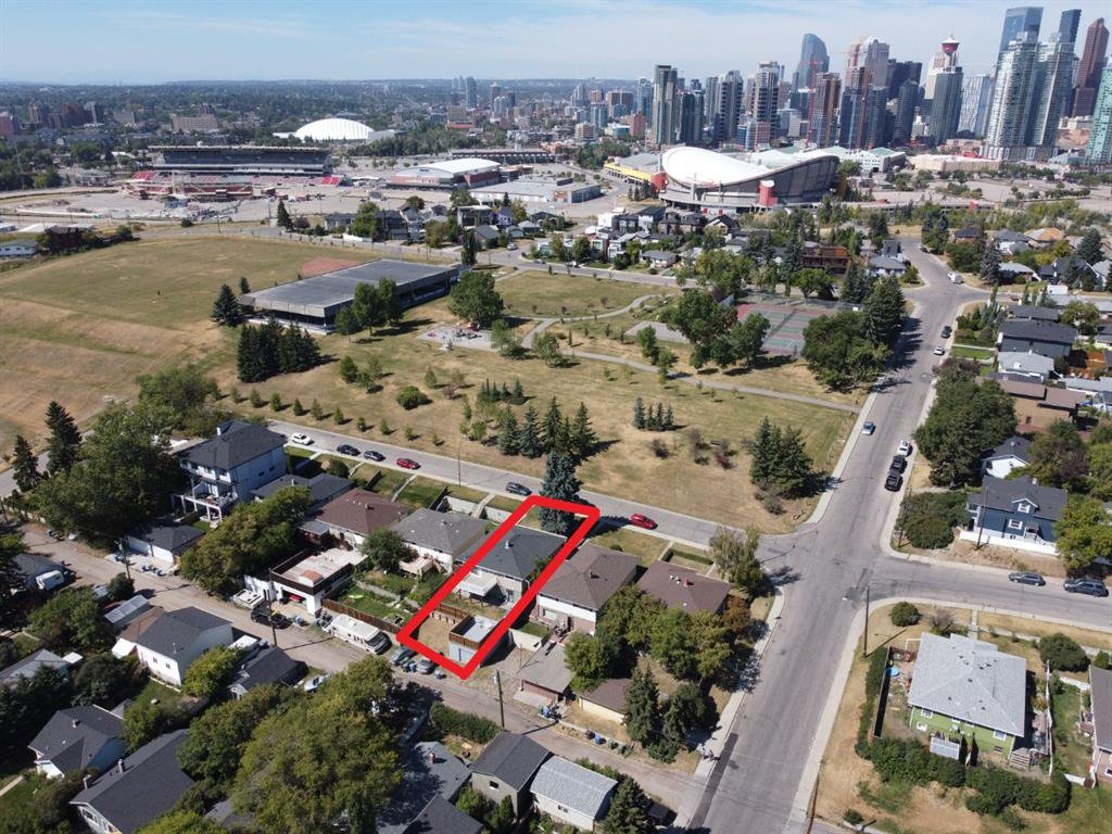 Main Photo: 2012 Alexander Street SE in Calgary: Ramsay Detached for sale : MLS®# A1050546