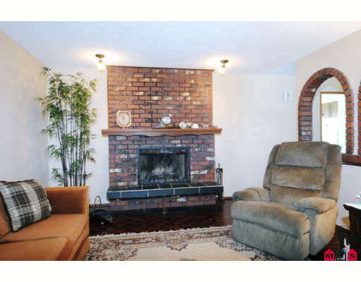Photo 3: Photos: 8122 PHILBERT Street in Mission: Mission BC House for sale : MLS®# F2904726