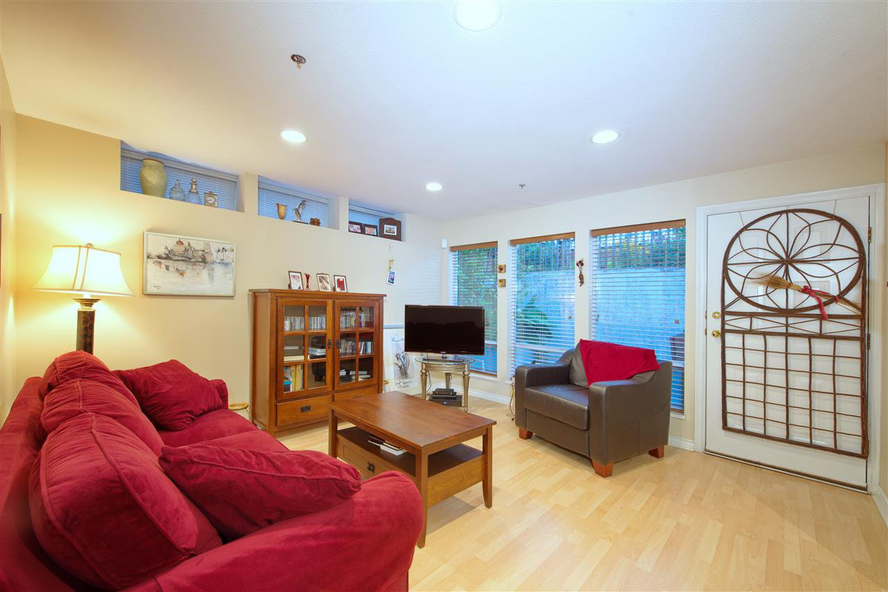 Photo 8: Photos: 125 E 53RD AVENUE in Vancouver: South Vancouver House for sale (Vancouver East)  : MLS®# R2399546