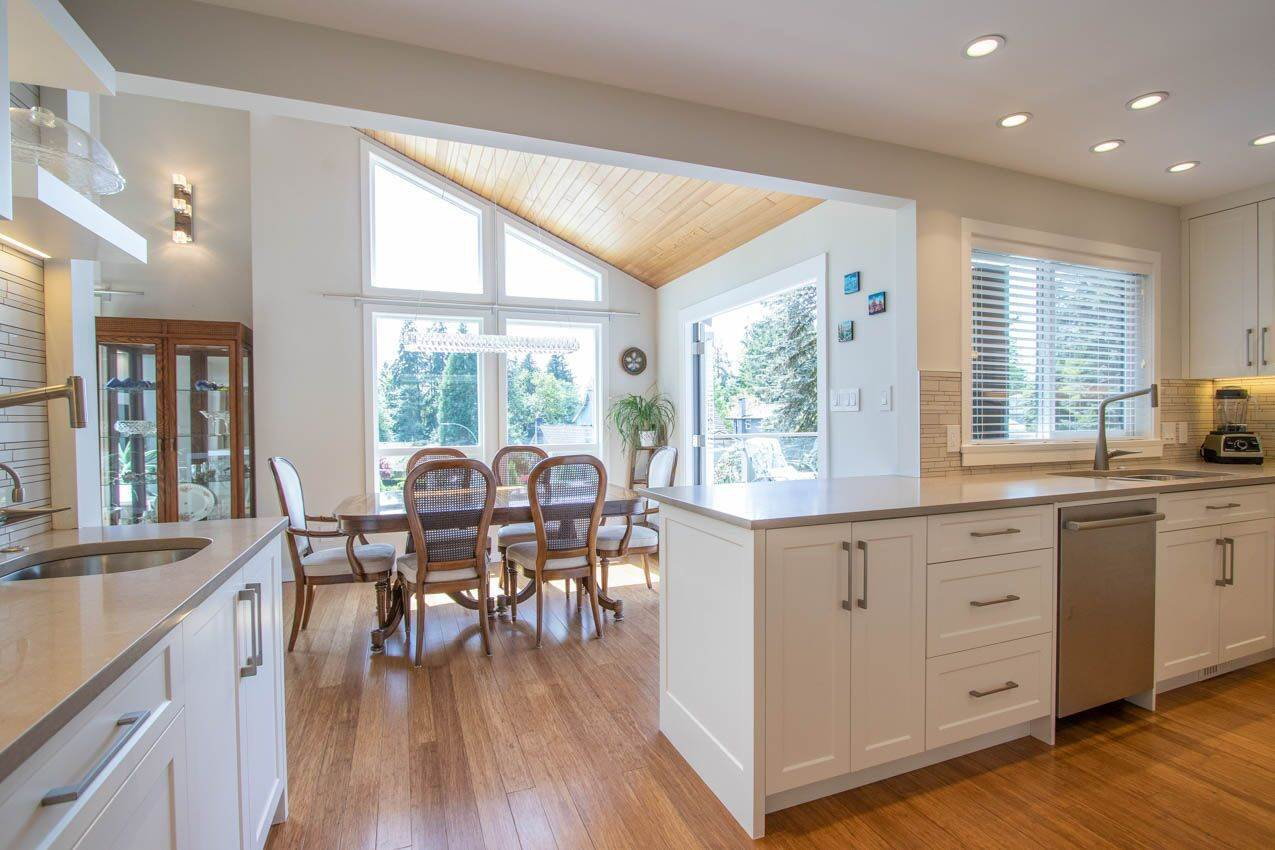Photo 31: Photos: 3226 HUNTLEIGH Crescent in North Vancouver: Windsor Park NV House for sale : MLS®# R2455773