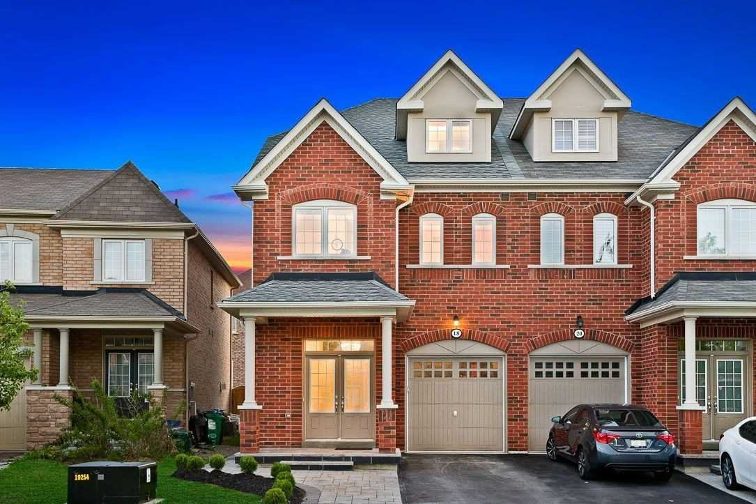Main Photo: 18 Sussexvale Drive in Brampton: Sandringham-Wellington House (2 1/2 Storey) for sale : MLS®# W4779171