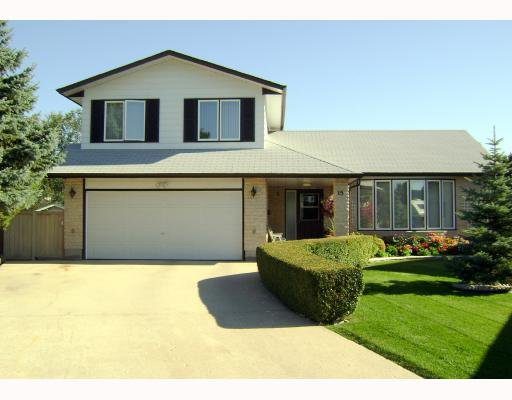 Main Photo: 15 HUNTSMAN Circle in WINNIPEG: North Kildonan Residential for sale (North East Winnipeg)  : MLS®# 2817443