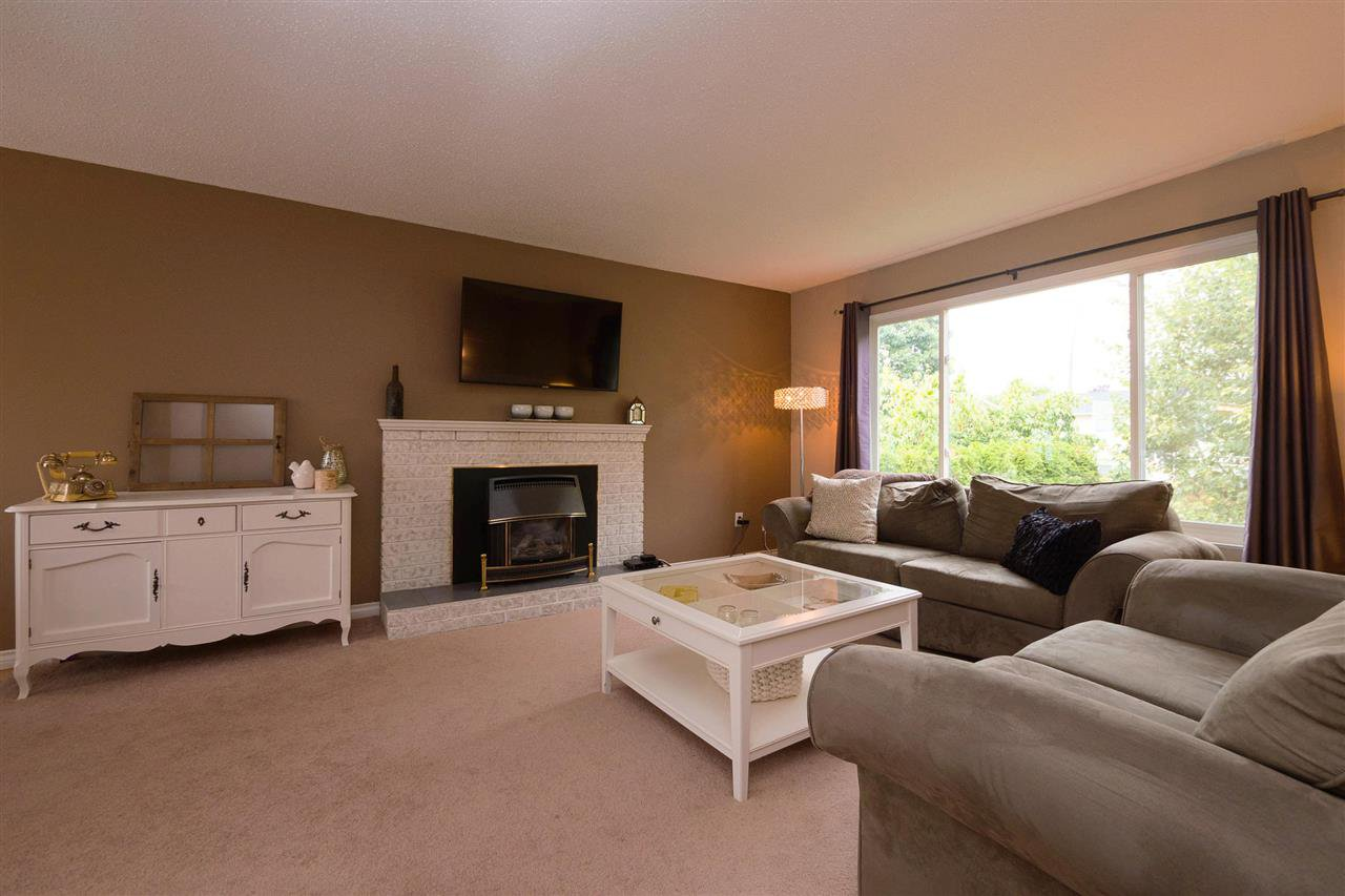 Photo 2: Photos: 3065 MCCRAE Street in Abbotsford: Abbotsford East House for sale : MLS®# R2399298