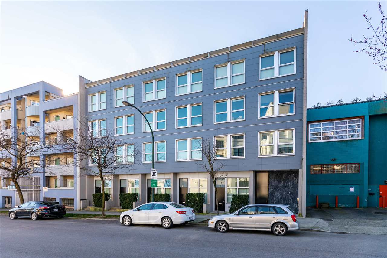 Main Photo: 211 626 ALEXANDER STREET in Vancouver: Strathcona Condo for sale (Vancouver East)  : MLS®# R2445755