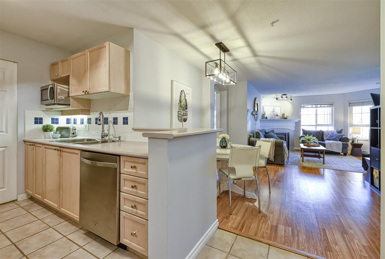 """Photo 4: Photos: 314 5500 ANDREWS Road in Richmond: Steveston South Condo for sale in """"SOUTHWATER"""" : MLS®# R2482952"""