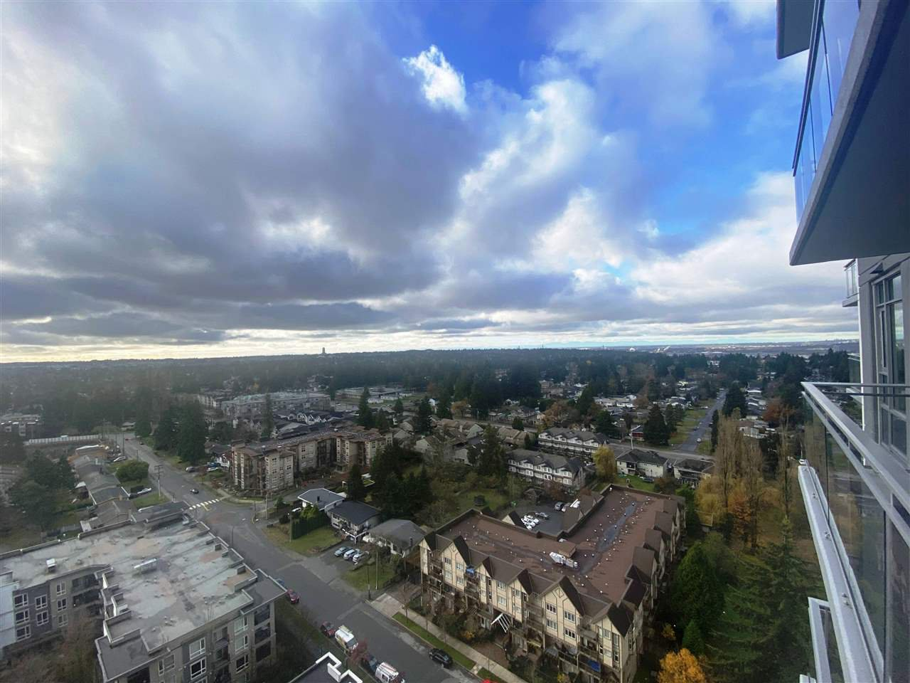 Main Photo: 1908 13308 CENTRAL Avenue in Surrey: Whalley Condo for sale (North Surrey)  : MLS®# R2524944
