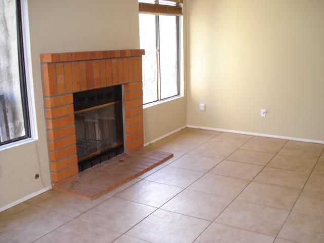 Photo 6: Photos: NORTH ESCONDIDO House for sale : 3 bedrooms : 1689 Madrone Glen in Escondido