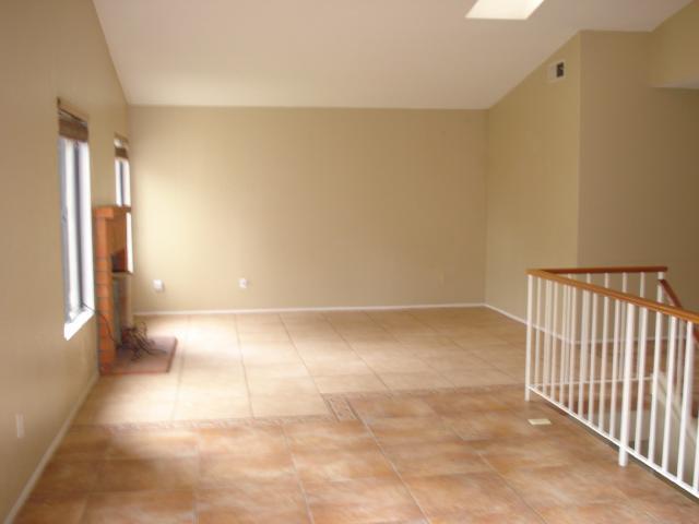 Photo 5: Photos: NORTH ESCONDIDO House for sale : 3 bedrooms : 1689 Madrone Glen in Escondido