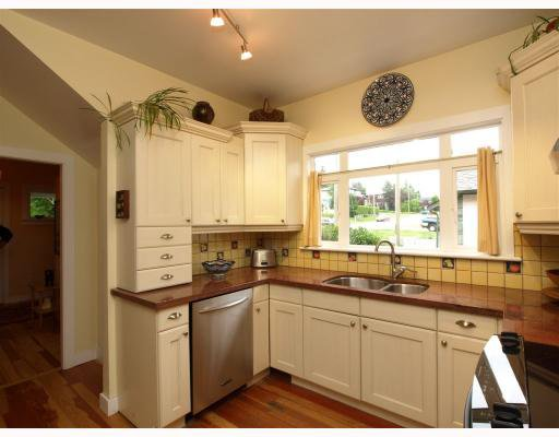 Photo 4: Photos: 429 E 6TH Street in North_Vancouver: Lower Lonsdale House for sale (North Vancouver)  : MLS®# V777007
