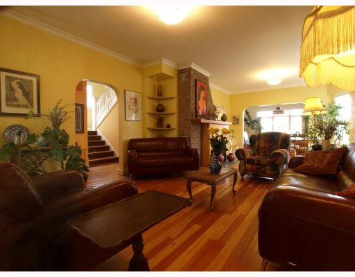 Photo 3: Photos: 429 E 6TH Street in North_Vancouver: Lower Lonsdale House for sale (North Vancouver)  : MLS®# V777007