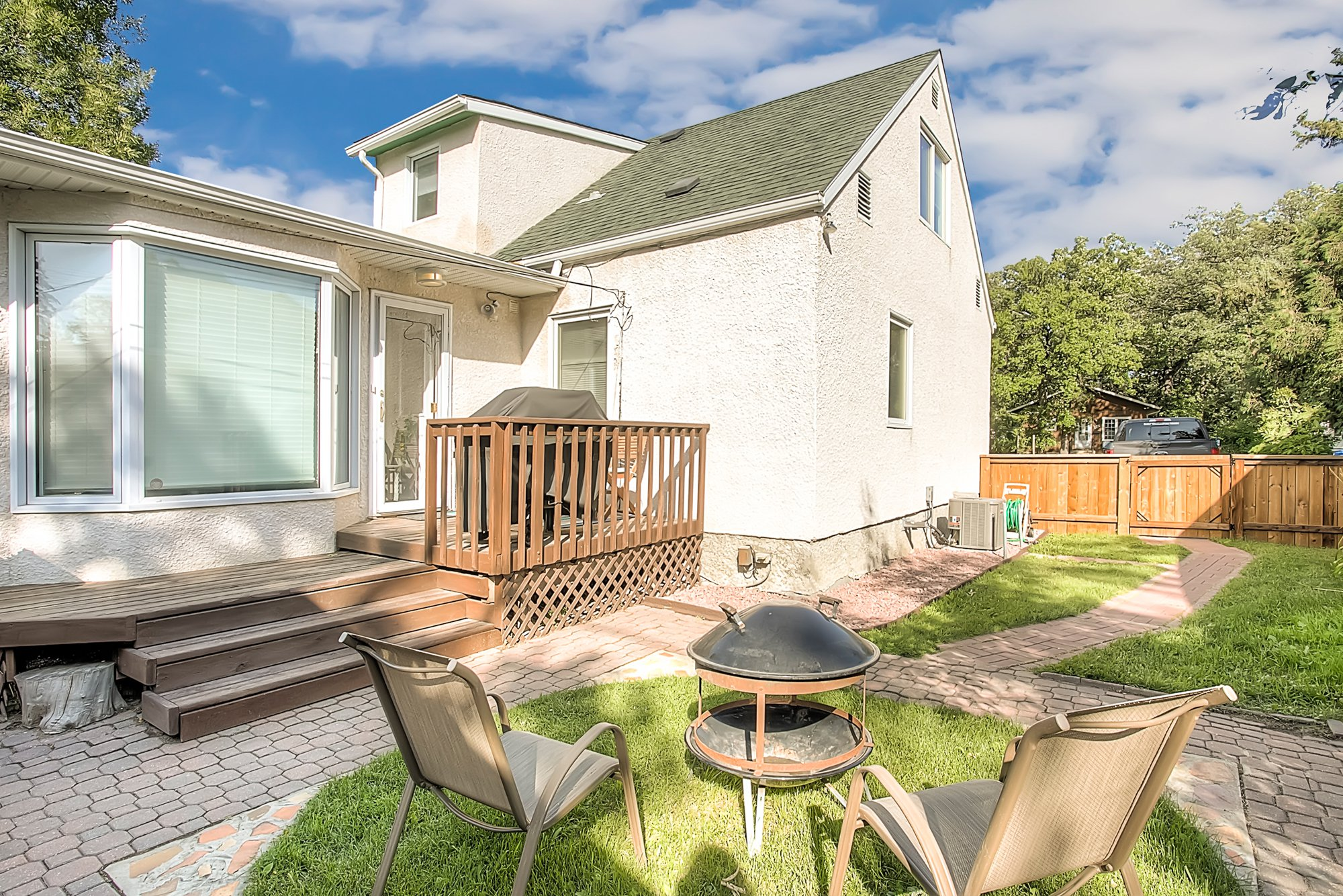 Main Photo: 116 Sunnyside Boulevard in Winnipeg: Woodhaven Single Family Detached for sale (5F)  : MLS®# 1925320