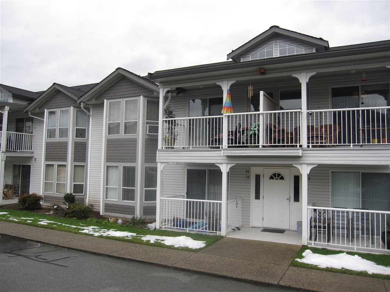 "Main Photo: 26 12296 224 Street in Maple Ridge: East Central Townhouse for sale in ""The Colonial"" : MLS®# R2430767"
