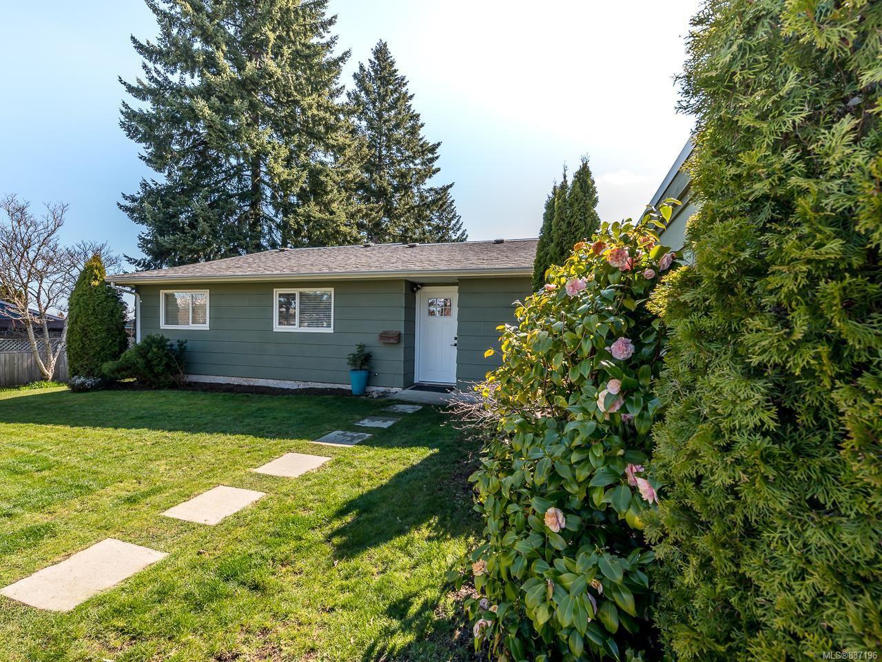 Main Photo: 568 Bambrick Pl in COMOX: CV Comox (Town of) House for sale (Comox Valley)  : MLS®# 837196
