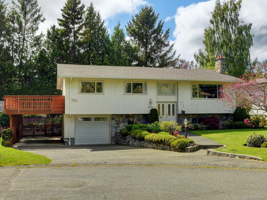 Main Photo: 3936 Oakdale Pl in Saanich: SE Mt Doug Single Family Detached for sale (Saanich East)  : MLS®# 839886