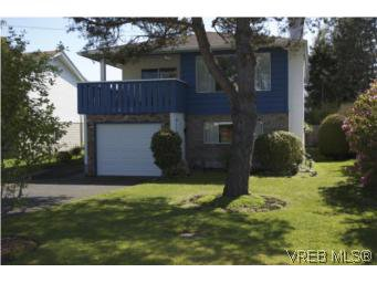 Main Photo: 1615 Hawthorne St in VICTORIA: SE Gordon Head House for sale (Saanich East)  : MLS®# 535961