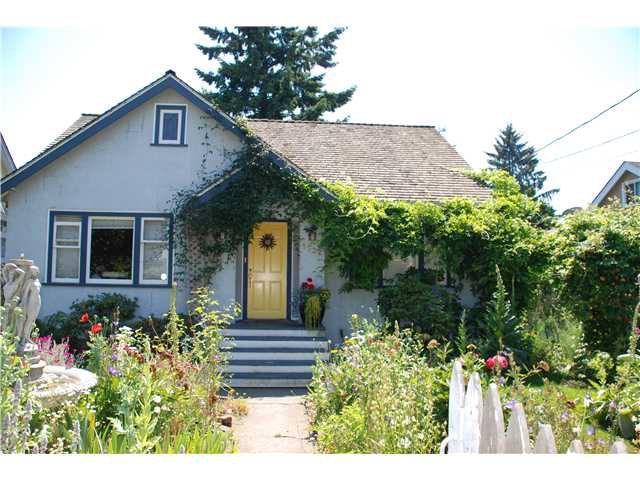 """Main Photo: 1932 DUBLIN Street in New Westminster: West End NW House  in """"WESTEND"""" : MLS®# V841512"""
