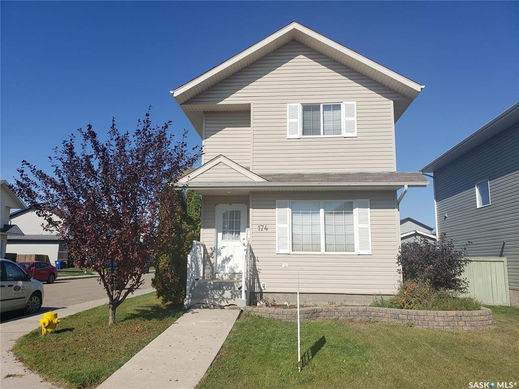 Main Photo: 174 BLAKENEY Crescent in Saskatoon: Confederation Park Residential for sale : MLS®# SK786900