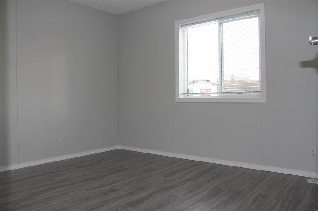 Photo 12: Photos: 75 9090 24 Street SE in Calgary: Riverbend Mobile for sale : MLS®# A1049275