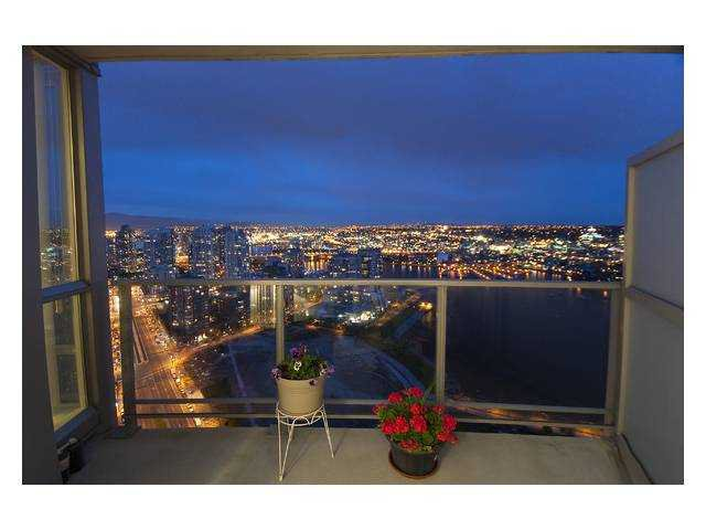 Main Photo: 3907 1408 STRATHMORE MEWS in Vancouver: False Creek North Condo for sale (Vancouver West)  : MLS®# V840152