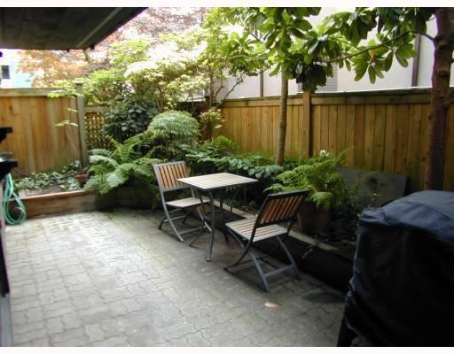 "Main Photo: 105 2416 W 3RD Avenue in Vancouver: Kitsilano Condo for sale in ""LANDMARK REEF"" (Vancouver West)  : MLS®# V774540"